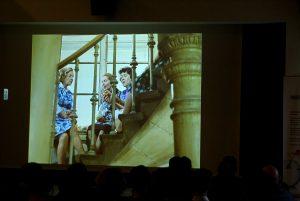 Treppenhaus-Perspektive - so bekommt die 3er-Gruppe eine zusätzliche Bedeutung