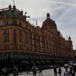Harrods: Where the ROYALS and SHEIKS go shopping – but students can´t even buy some chocolate