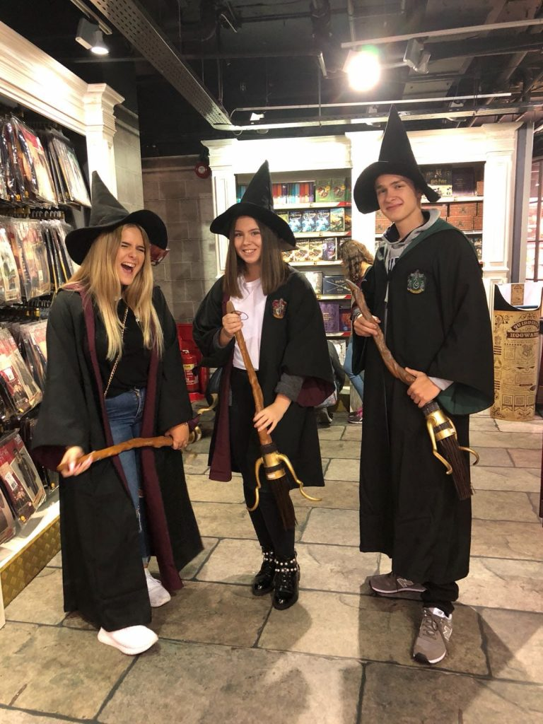 Harry Potter Fans on tour – at Hamley´s you can find everything
